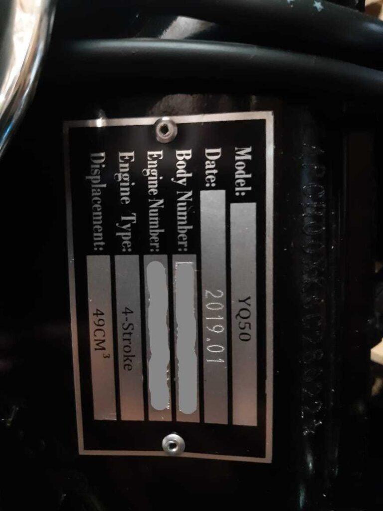 Ягуар шильд на двигателе фото